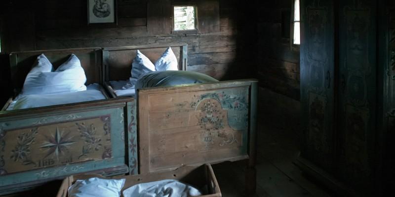 farmhouse-515619_1280